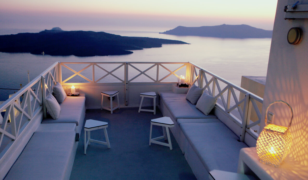 The brand new luxury villa on the best spot of the Santorinean Caldera at Fira